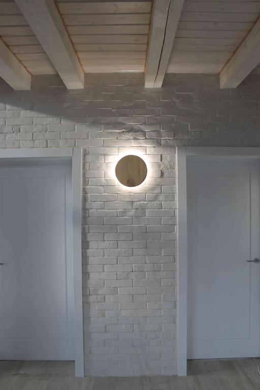 Rankų darbo mediniai šviestuvai, Sieninis medinis šviestuvas ECLIPSE 22Ø