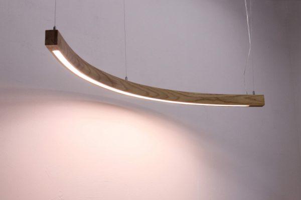 Pakabinami šviestuvai, Pakabinamas medinis šviestuvas MOON