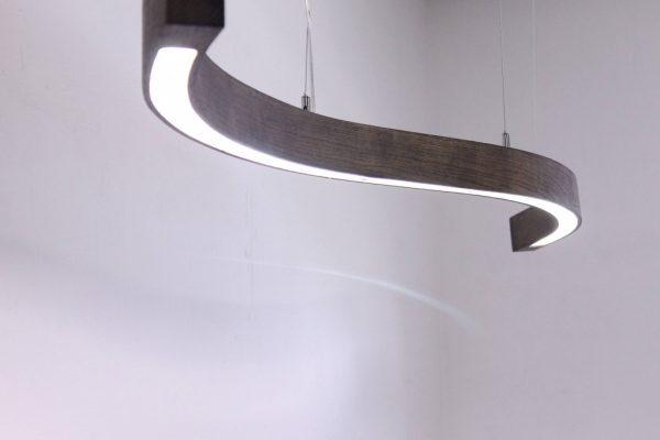 Mediniai šviestuvai, Pakabinamas medinis šviestuvas SNAKE