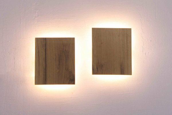 Rankų darbo mediniai šviestuvai, Sieninis medinis šviestuvas HOLY BOOK