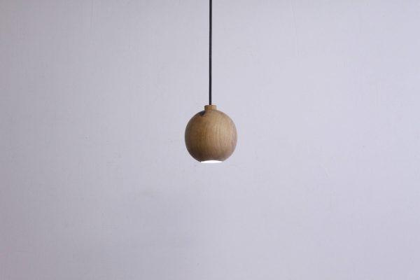 Mediniai šviestuvai, Pakabinamas medinis šviestuvas JUPITER