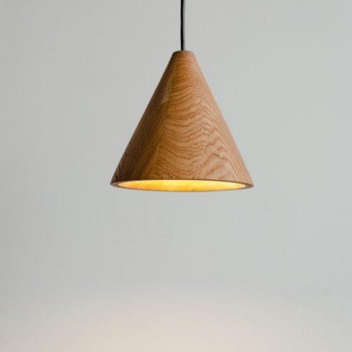 Pakabinami šviestuvai, Pakabinamas medinis šviestuvas KONUS XL
