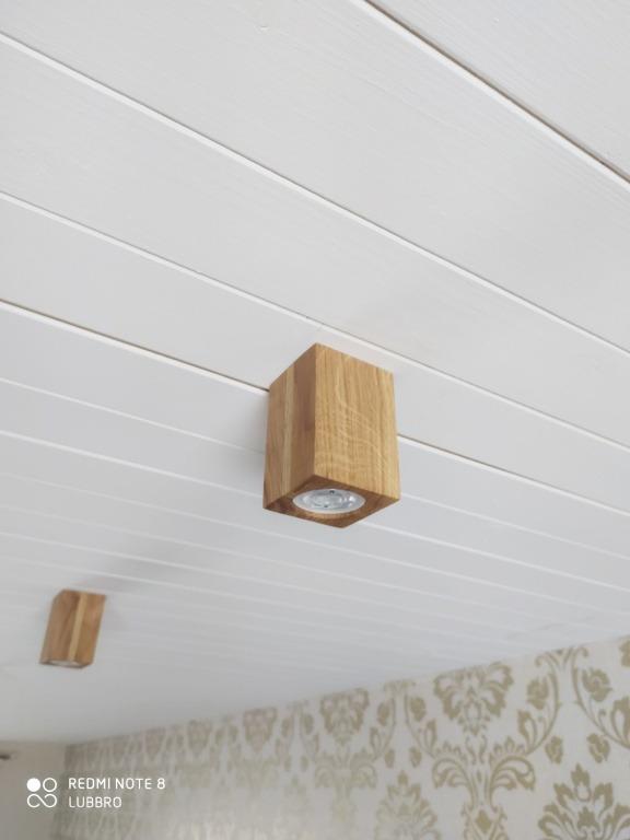 Rankų darbo mediniai šviestuvai, Lubinis šviestuvas Spot Fix-L