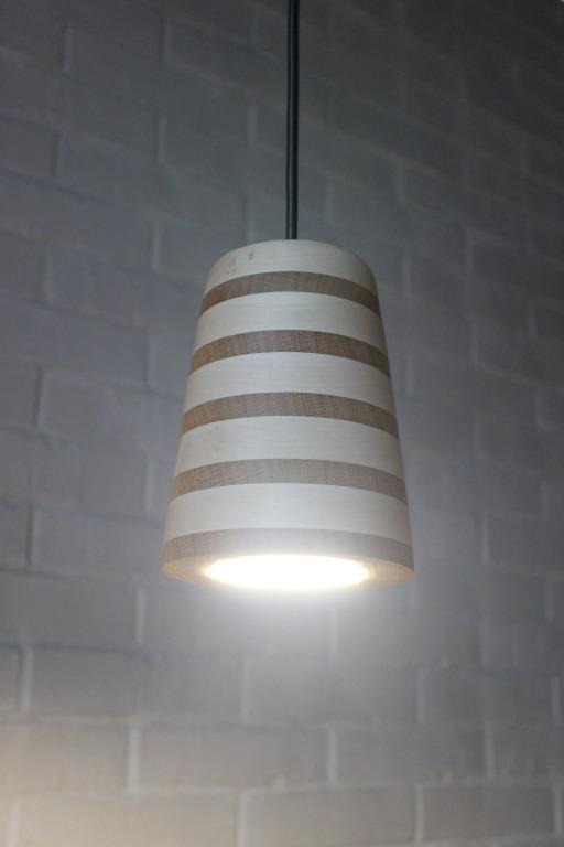 Pakabinami šviestuvai, Pakabinamas medinis šviestuvas Spot XL Zebra