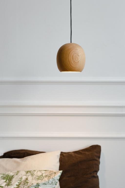 Mediniai šviestuvai, Pakabinamas medinis šviestuvas Nut