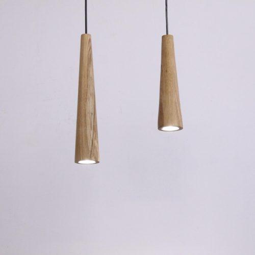Pakabinami šviestuvai, Pakabinamas medinis šviestuvas Konus