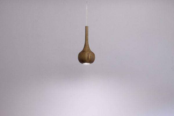 Pakabinami šviestuvai, Pakabinamas medinis šviestuvas Drop